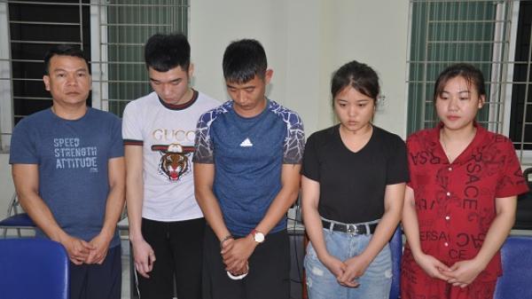 """Tóm gọn nhóm nam thanh nữ tú Quảng Ninh cùng đồng bọn mở tiệc """"hít ke"""" trong quán karaoke"""