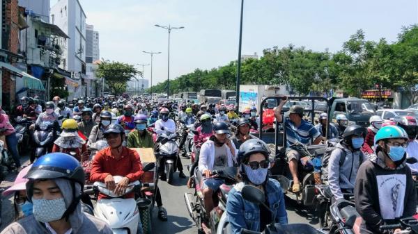 Hà Nội: Chỉ số tia UV nguy hiểm, người dân hạn chế ra đường hôm nay
