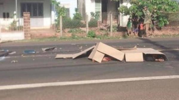 Gia Lai: Xe ô tô tải đầu kéo va chạm với mô tô, 2 người thương vong