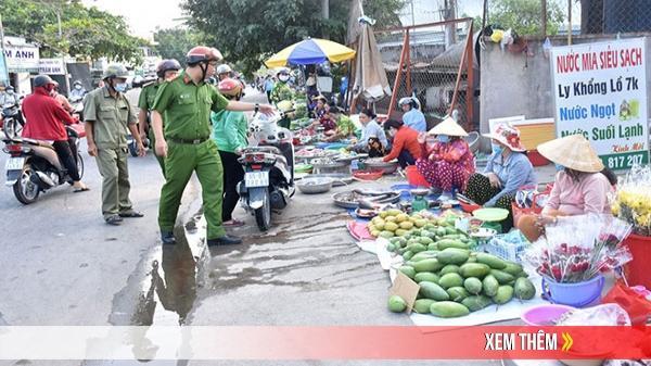 Cần Thơ: Xử lý nghiêm tình trạng họp chợ lấn chiếm lòng đường