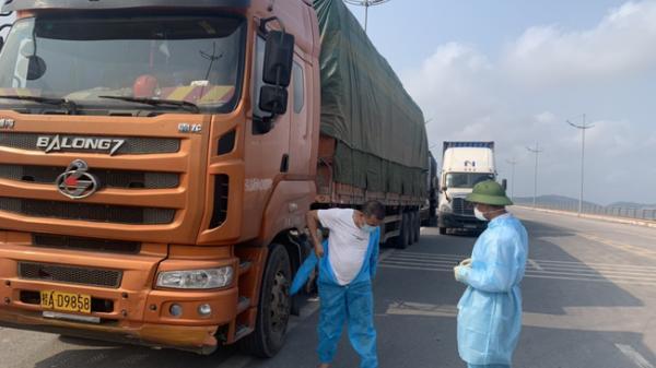 Gia Lai tạm dừng một số tuyến vận tải đến địa phương có dịch