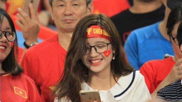 Cổ động viên xinh đẹp quê Hưng Yên bị 'khủng bố' tin nhắn trên Facebook