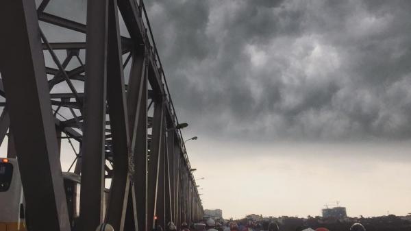Bắc Bộ sắp mưa lớn, đề phòng dông lốc, gió giật mạnh