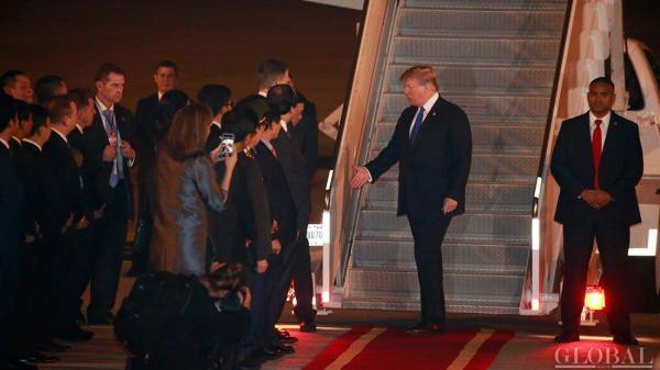 Vừa đến Hà Nội, ông Trump đã nhanh chóng đăng Twitter cảm ơn Việt Nam