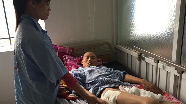 Xót xa hoàn cảnh vợ chăm chồng tai nạn liệt giường viêm loét, con thơ nheo nhóc ở Hưng Yên