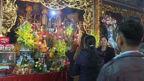 Đông đảo người tham gia lễ hội đền Mây ở TP Hưng Yên