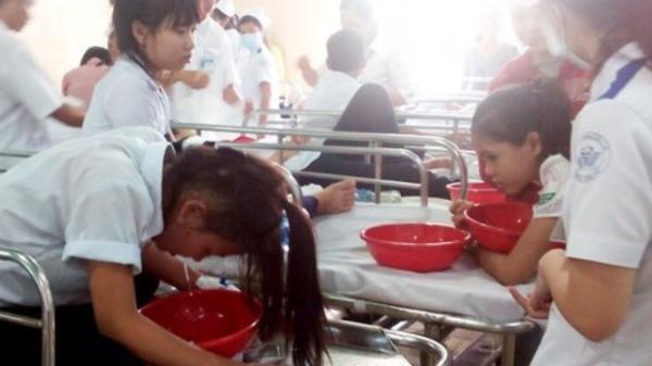 Phụ huynh trường Đoàn Thị Điểm Hưng Yên sốt ruột vì hơn 100 học sinh bị sốt kèm tiêu chảy