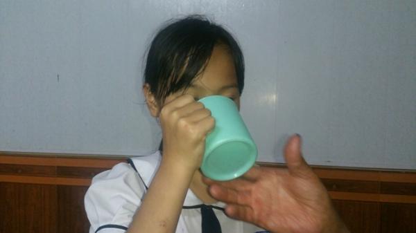 Lộ thân thế cô giáo phạt học sinh uống nước giẻ lau bảng