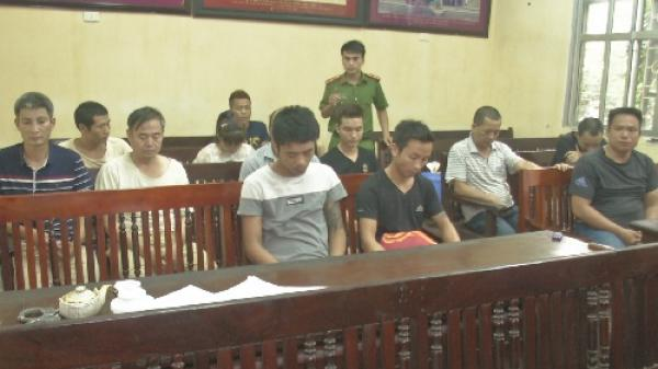 Hưng Yên: Bắt quả tang 13 con bạc đang sát phạt tại Khoái Châu, thu trên 120 triệu đồng