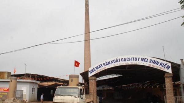 """Khoái Châu, Hưng Yên: Bãi tập kết cát sỏi, lò gạch """"tra tấn"""" người dân"""