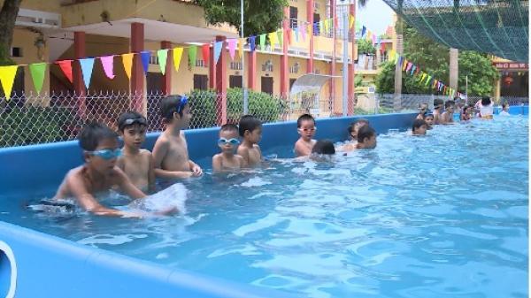 Khoái Châu tổ chức các lớp học bơi miễn phí cho trẻ em vào dịp hè