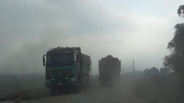 Tiên Lữ - Hưng Yên: Xe quá tải lộng hành, tàn phá tuyến đê Thụy Lôi