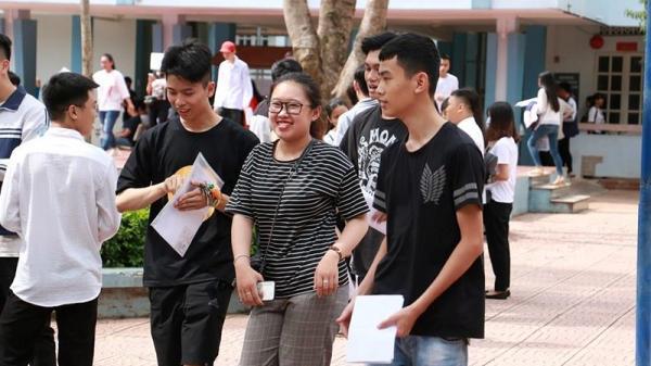 Giao công an thí sinh Phú Thọ chụp ảnh đề Văn đăng lên mạng