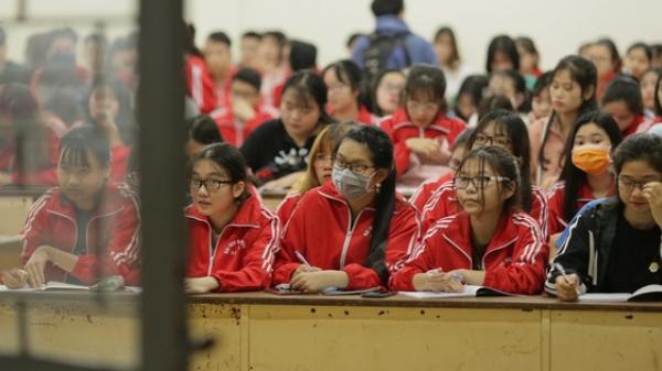 Sinh viên nô nức trở lại trường sau kỳ nghỉ Tết dài nhất lịch sử: Được đi học rồi vui quá, ở nhà chán lắm!