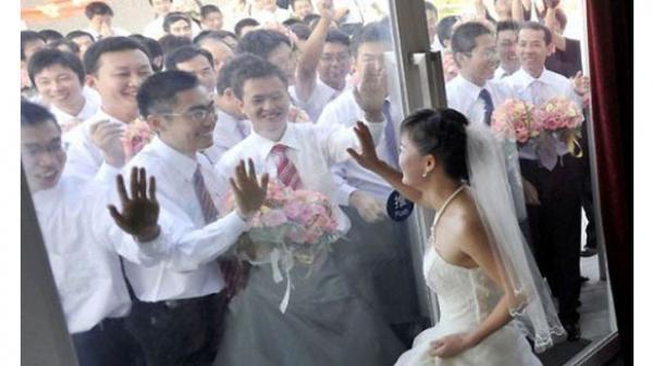 Đến năm 2050, hơn 4 triệu đàn ông Việt Nam biết kiếm vợ ở đâu?