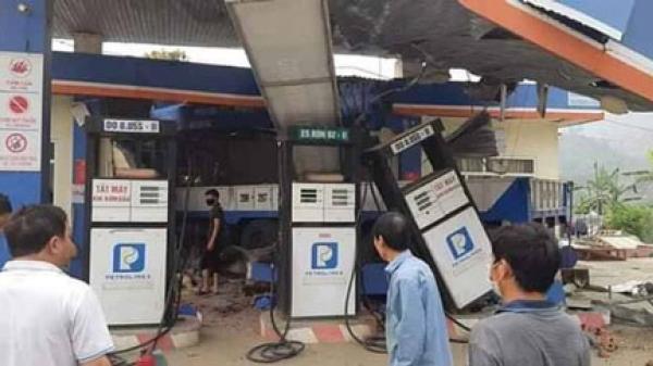 Lai Châu: Xe tải mất lái đâ.m sập cây xăng khiến 6 người thư.ơng vo.ng