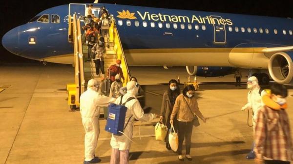 Chuyến bay đặc biệt đưa 172 học sinh từ Philippines về Cần Thơ đêm 24/3 