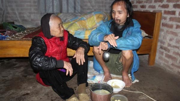 Mẹ già 99 tuổi không dám chết vì phải nuôi con tâm thần