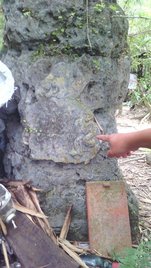 Vết tích cổ xưa trên ngôi mộ. Ảnh: Vietnamnet.