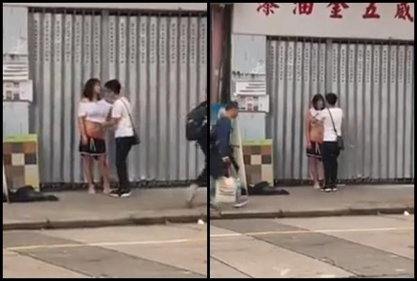 Chàng trai giúp bạn gái mặc lại áo và chỉnh sửa trang phục.