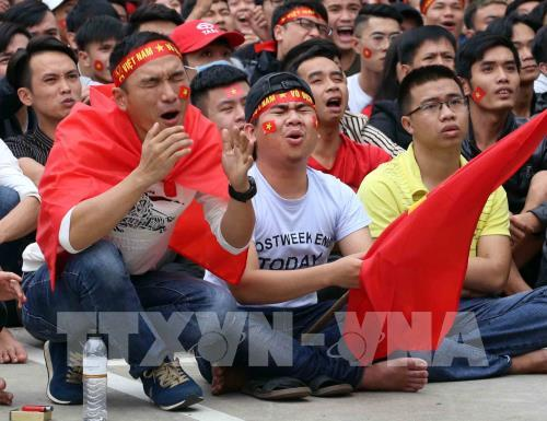 Những pha tiếc nuối của cổ động viện Đà Nẵng khi cầu thủ đội nhà bỏ lỡ cơ hội ghi bàn. Ảnh: Trần Lê Lâm - TTXVN