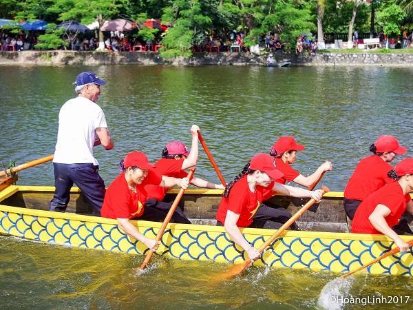 Đội nữ xã Quảng Châu trong lượt thi chung kết