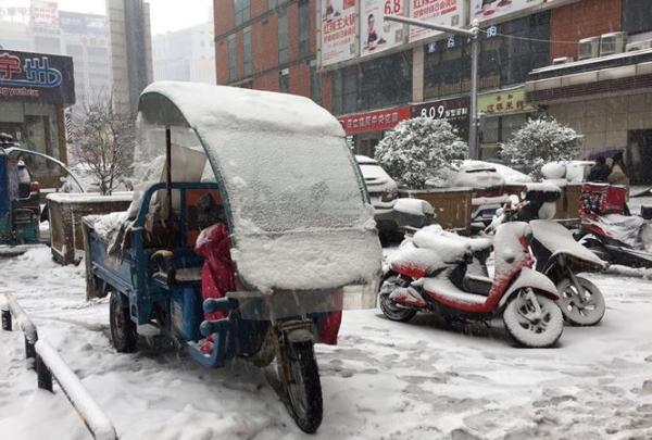 Tuyết rơi dày, nhiệt độ thấp ở Thường Châu ảnh hưởng tới công tác chuẩn bị của U23 Việt Nam cho trận chung kết với Uzbekistan.