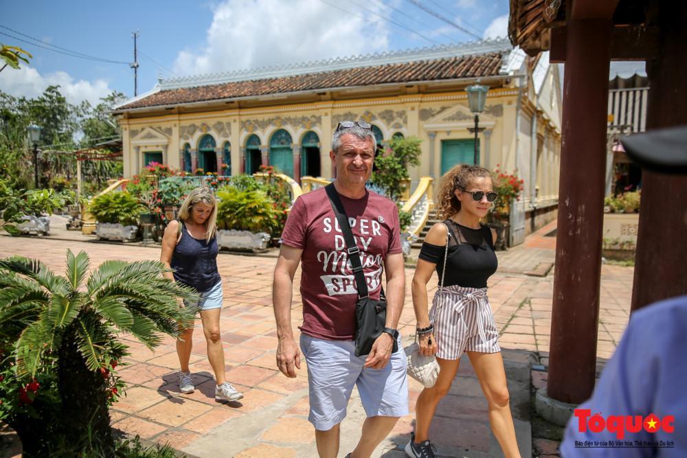 Đây là địa điểm du lịch nổi tiếng của Cần Thơ thu hút nhiều du khách trong nước và quốc tế đến tham quan.